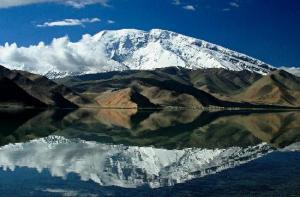 beautiful-karakul-lake